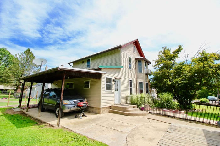 2 STORY HOME, 5 MOBILE HOMES, RENTAL INCOME OPPORTUNITIES